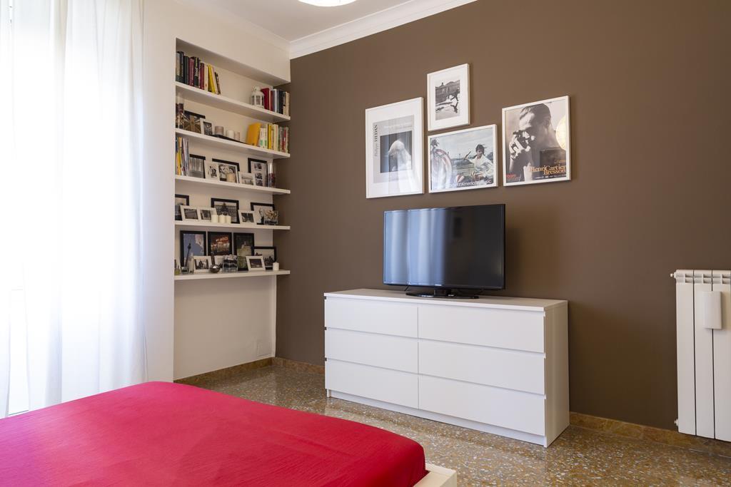 Vatican Apartment Rome Double Bedroom (3)