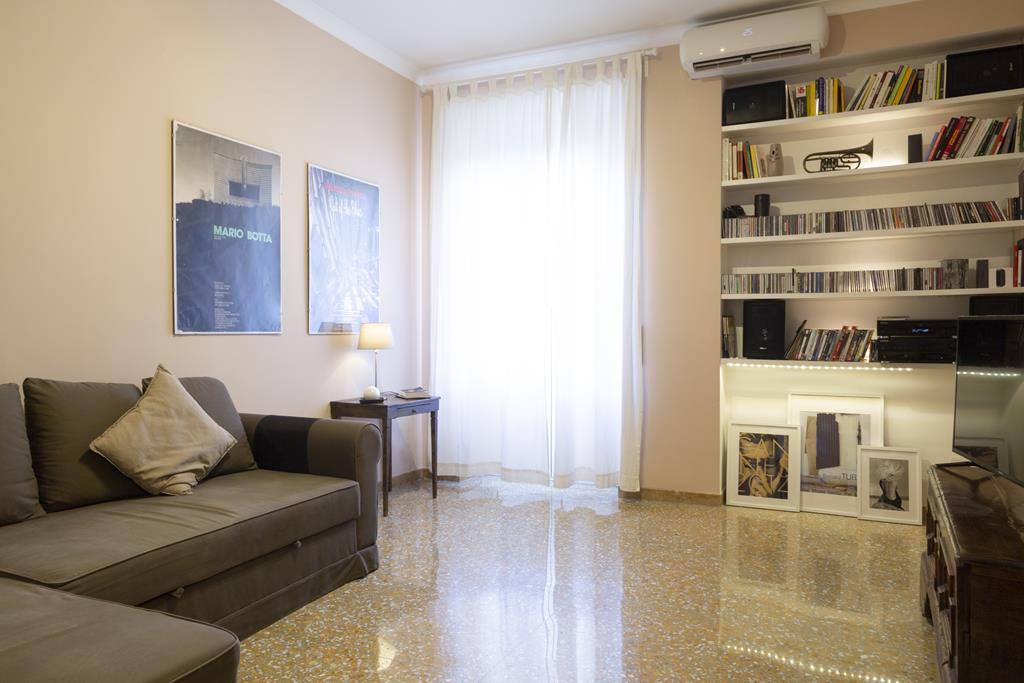 Vatican Apartment Rome Living room with Double sofabed (